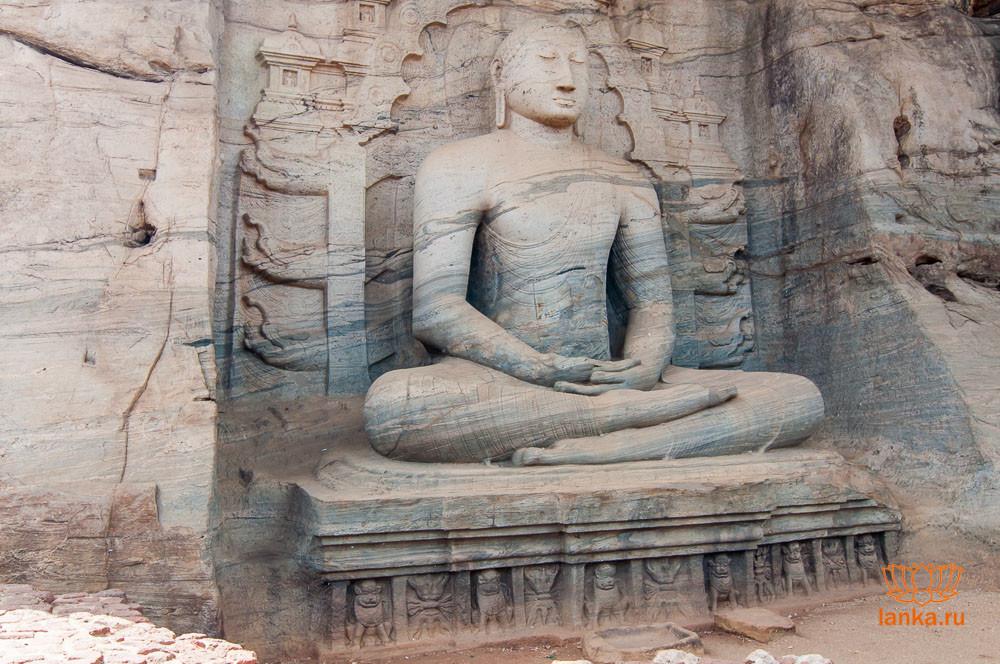 Гал Вихарая. Статуя сидящего Будды