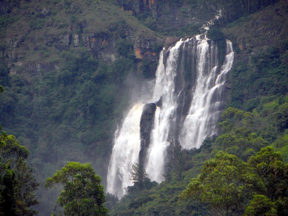Водопад Bomburu Ella. Автора Buddhika Mawella