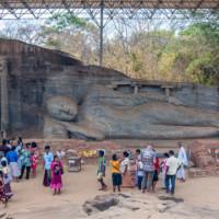 Гал Вихарая. Статуя стоящего и лежащего Будды