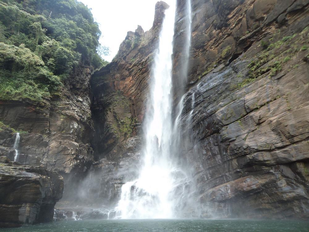 Лаксапана (Laxapana Falls)