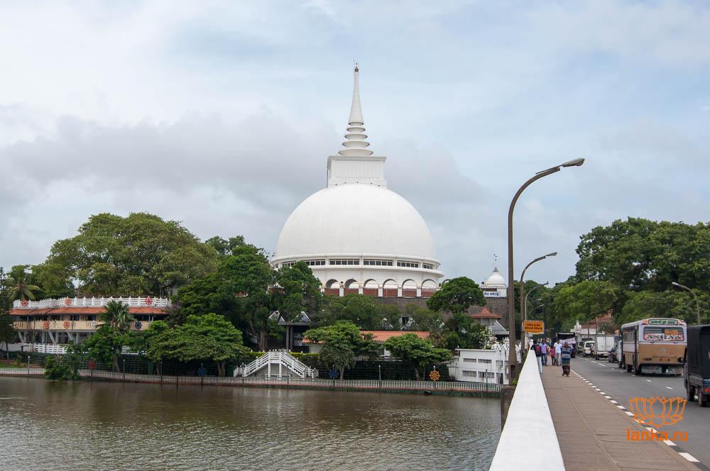 Буддийский храм Калатура Бодхия (Kalutara Bodhiya)