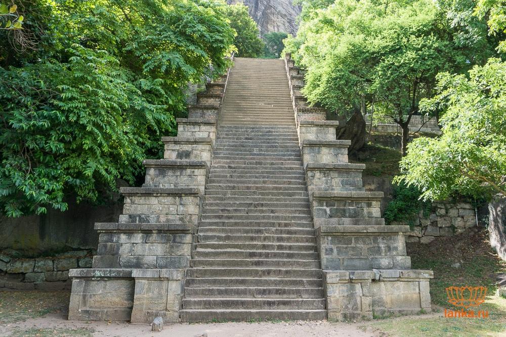 Лестница Япахувы (Yapahuwa)