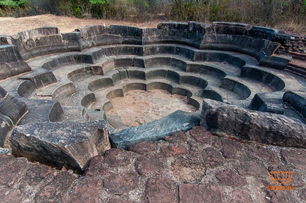 Лотосовый бассейн, Полоннарува (Lotus pond, Polonnaruwa)