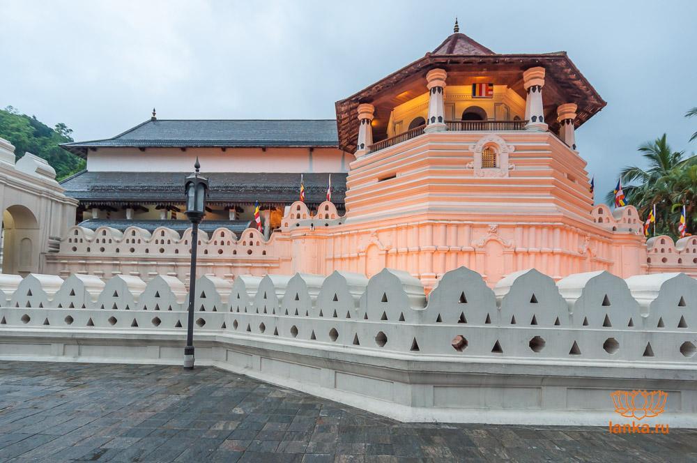 Храм зуба Будды (Шри Далада Малигава, Sri Dalada Maligawa)