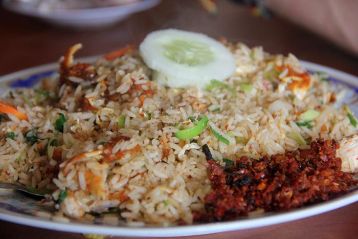 Жаренная курица с жаренным рисом