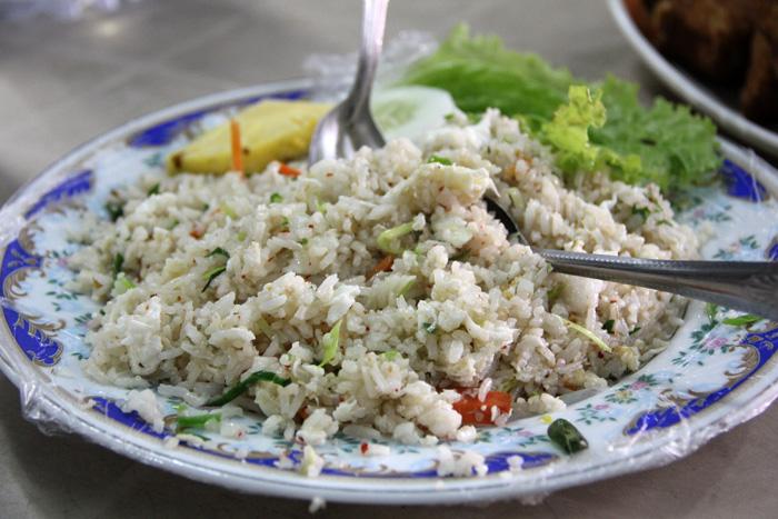 Жаренный рис с яйцом