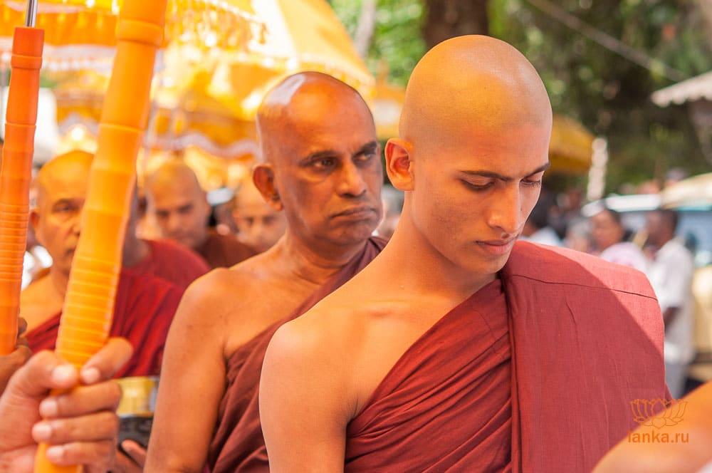 Буддийская процессия в Шри-Ланке