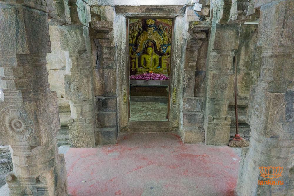 Храм на месте угощения джекфрутом