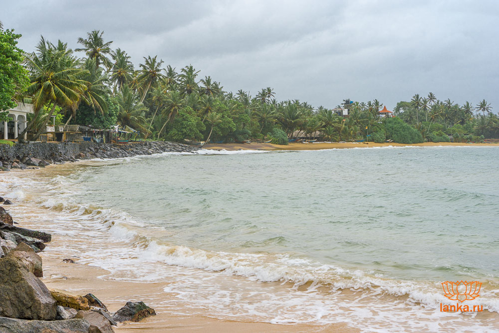 Левая бухта пляжа Мирисса