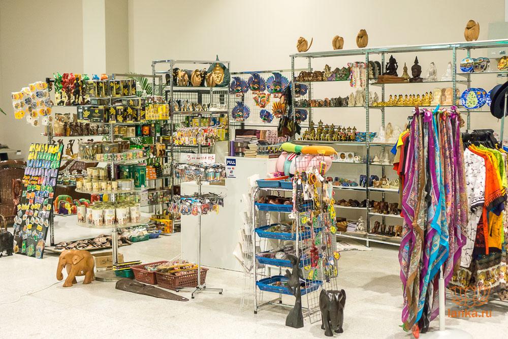 Сувенирный магазин аэропорта Маттала