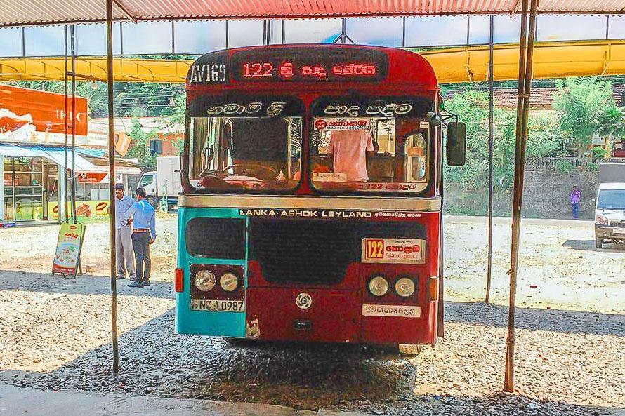Автобус 122 Коломбо - Делхуси