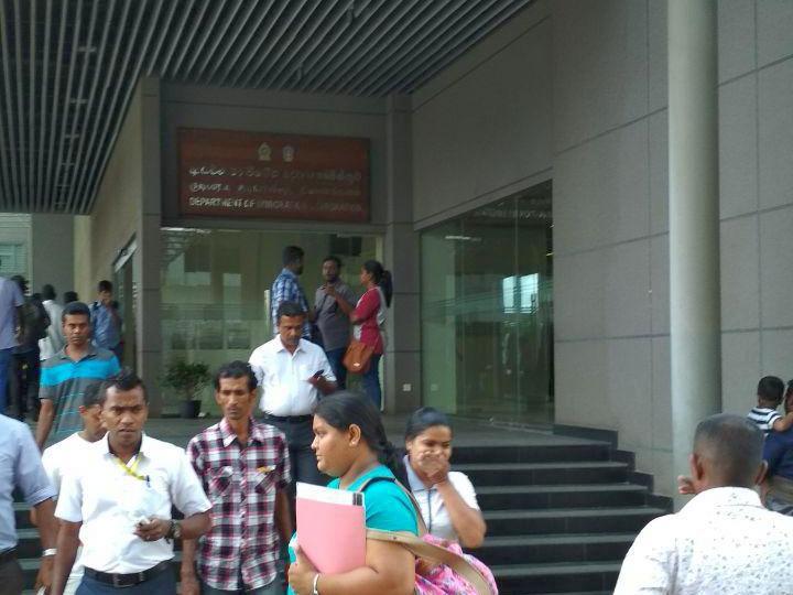 Вход в Департамент иммиграции Шри-Ланки