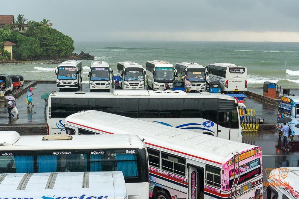 Остановка автобусов-экспрессов в Матаре